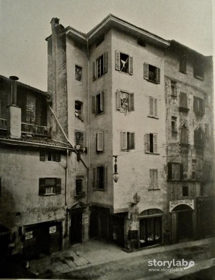 Case In Via Gombito 1910